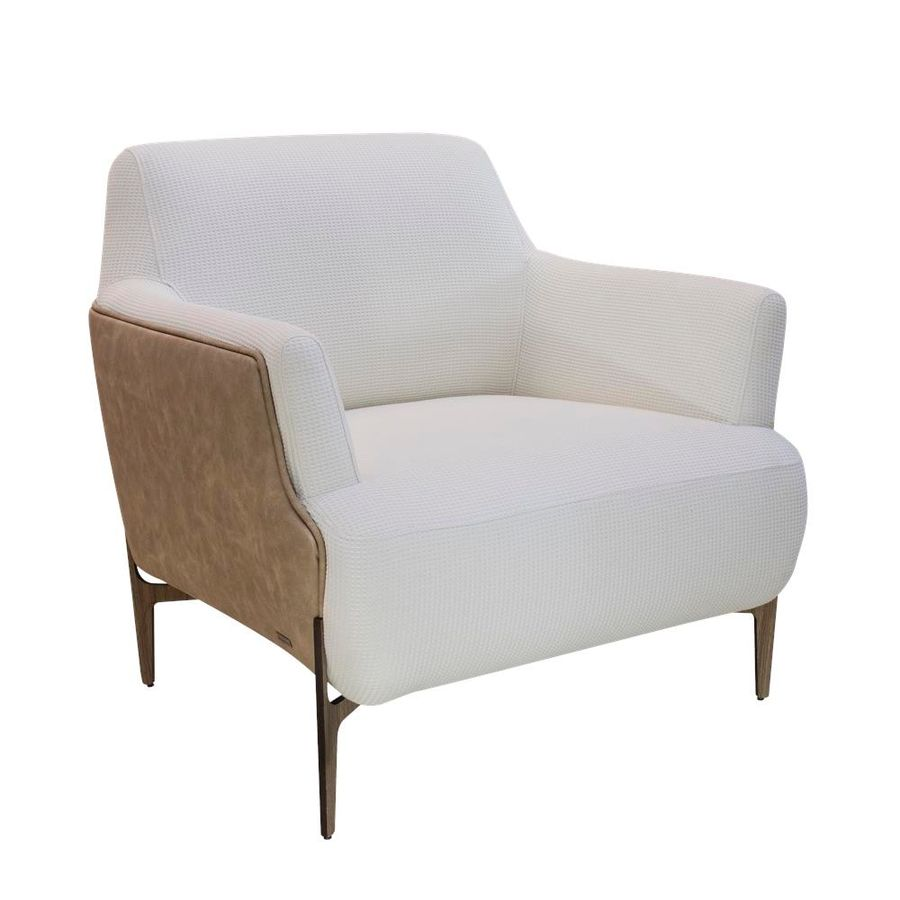 poltrona-nina-estofada-laterais-de-couro-pes-palito-design-conrtemporaneo-moderno-01
