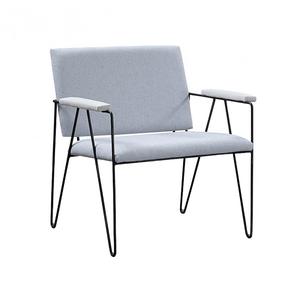 cadeira-estofada-off-white-pes-em-ferro