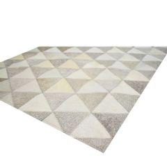 tapete-raro-requinte-triangulos-cinza-claro-e-off-white