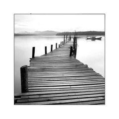 quadro-decorativo-pier-e-barco-preto-e-branco
